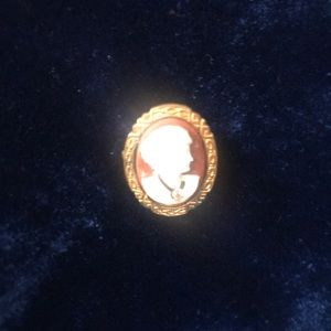 Jewelry - Small Antique Goldtone Shell Cameo Brooch